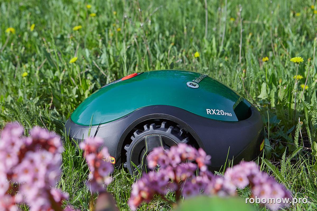 Robomow RX20Pro на газоне